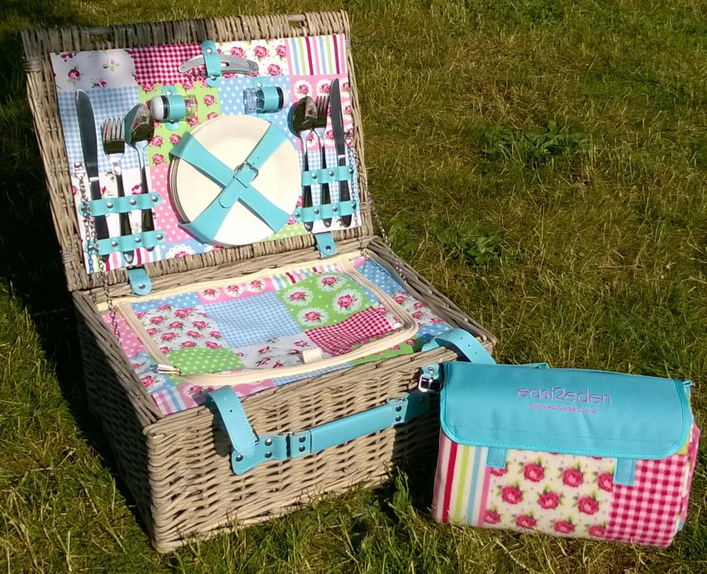 e2e Patchwork Full Wicker 2 or 4 Person Fitted Picnic Hamper Basket & Blanket